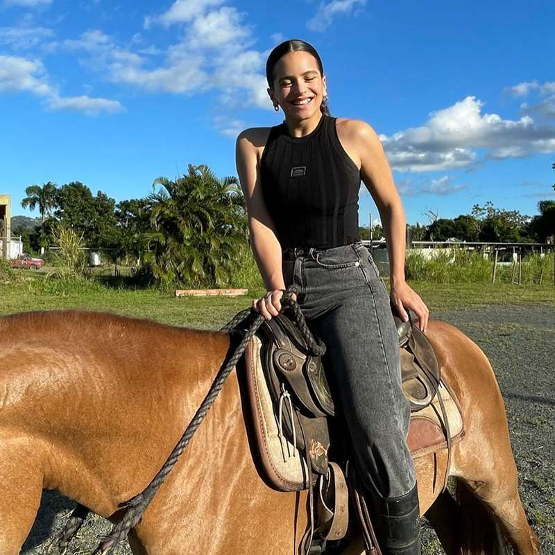 Rosalía adelanta qué tipo de vaqueros no puedes perder de vista este 2021