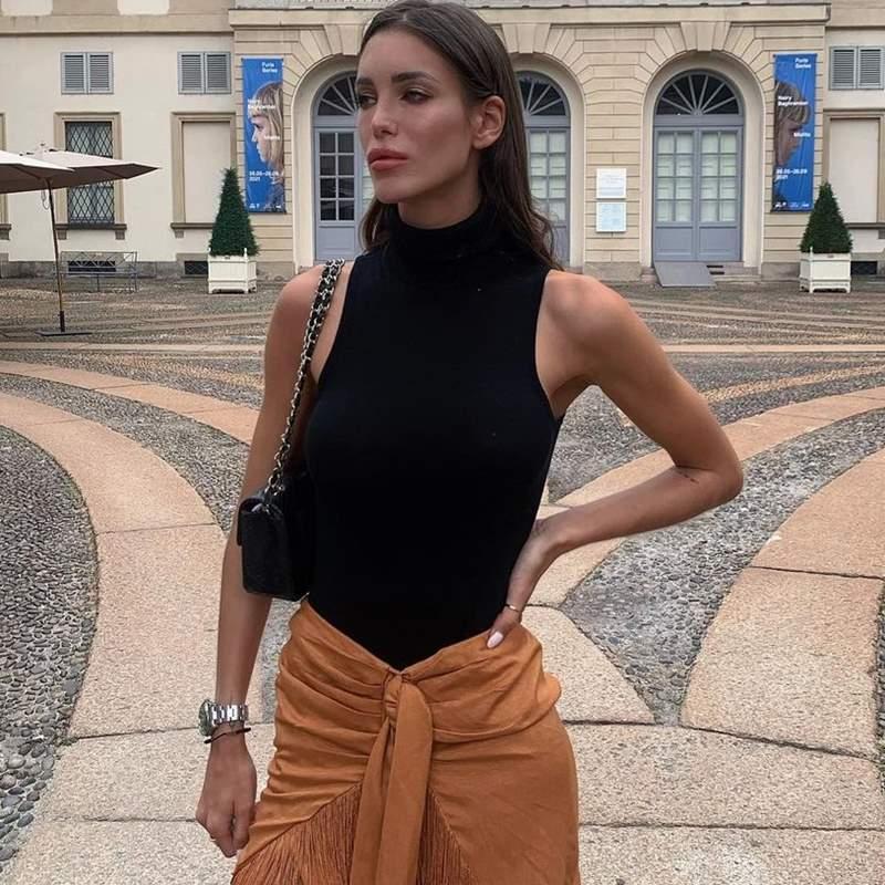 Estela Grande 'copia' a Marta López Álamo la falda pareo que hace las piernas infinitas